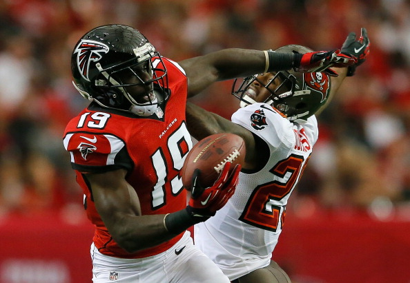 ATLANTA, GA - OCTOBER 20:  Drew Davis #19 of the Atlanta Falcons pulls in this reception against Leonard Johnson #29 of the Tampa Bay Buccaneers at Georgia Dome on October 20, 2013 in Atlanta, Georgia.  (Photo by Kevin C. Cox/Getty Images)