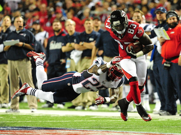 ATLANTA, GA - SEPTEMBER 29: Harry Douglas #83 of the Atlanta Falcons runs with a catch against Kyle Arrington #25 of the New England Patriots at the Georgia Dome on September 29, 2013 in Atlanta, Georgia. (Photo by Scott Cunningham/Getty Images)