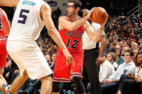 CHARLOTTE, NC - FEBRUARY 8: Kirk Hinrich #12 of the Chicago Bulls handles the ball during the game against the Charlotte Hornets on February 8, 2016 at Time Warner Cable Arena in Charlotte, North Carolina. Copyright 2016 NBAE (Photo by Brock Williams-Smith/NBAE via Getty Images)