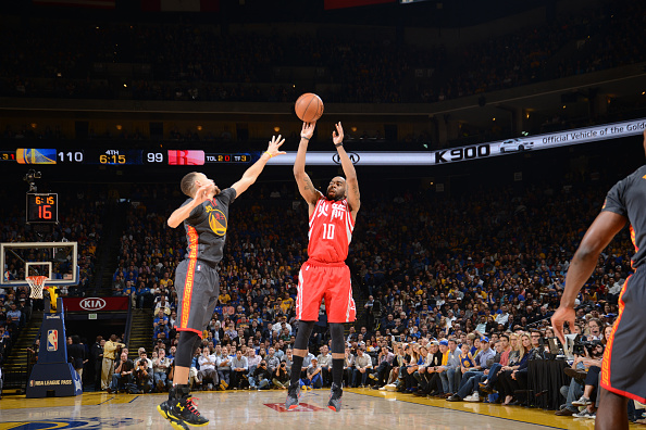 OAKLAND, CA - FEBRUARY 9: Marcus Thornton #10 of the Houston Rockets shoots against the Golden State Warriors on February 9, 2016 at Oracle Arena in Oakland, California. Copyright 2016 NBAE (Photo by Noah Graham/NBAE via Getty Images)