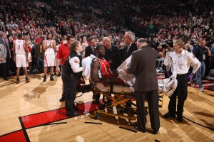 PORTLAND, OR - DECEMBER 5: Greg Oden #52 of the Portland Trail Blazers is helped my medical staff after a knee injury during a game against the Houston Rockets on December 5, 2009 at the Rose Garden Arena in Portland, Oregon. NOTE TO USER: User expressly acknowledges and agrees that, by downloading and or using this photograph, User is consenting to the terms and conditions of the Getty Images License Agreement. Mandatory Copyright Notice: Copyright 2009 NBAE (Photo by Sam Forencich/NBAE via Getty Images)