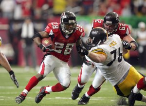 Warrick Dunn rushed for 69 yards and one touchdown in the overtime win over the Steelers in 2006. (Photo by Doug Pensinger/Getty Images)